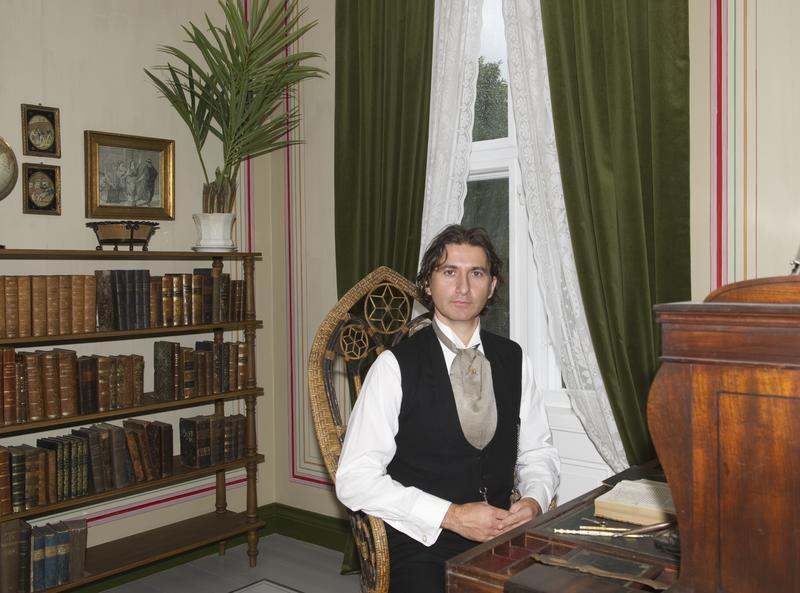 «Advokat Helmer» i sitt kontor. (Foto/Photo)