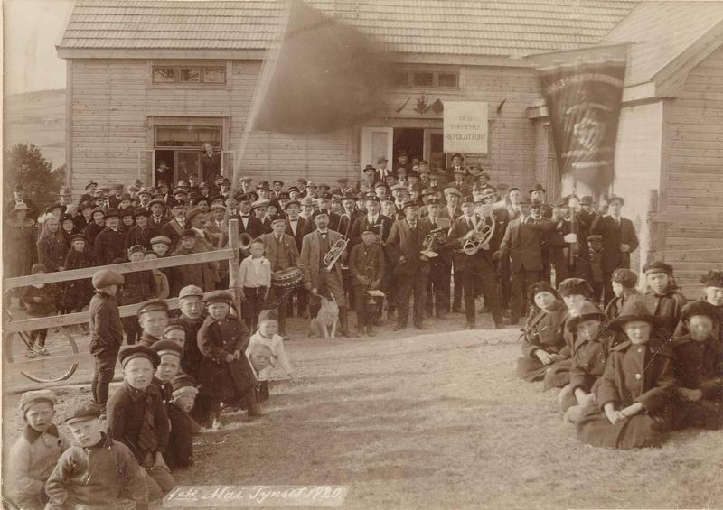 1. mai 1920, framfor Folkets Hus, Tynset