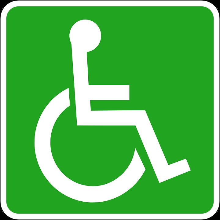 Grønt skilt med hvitt rullestolsymbol. (Foto/Photo)
