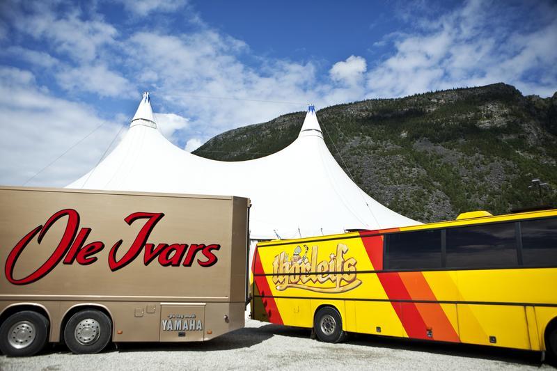 Danseband tour buses, Sel 2009