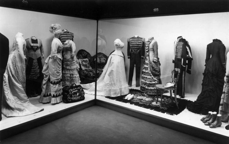 Drakter 1880-90.