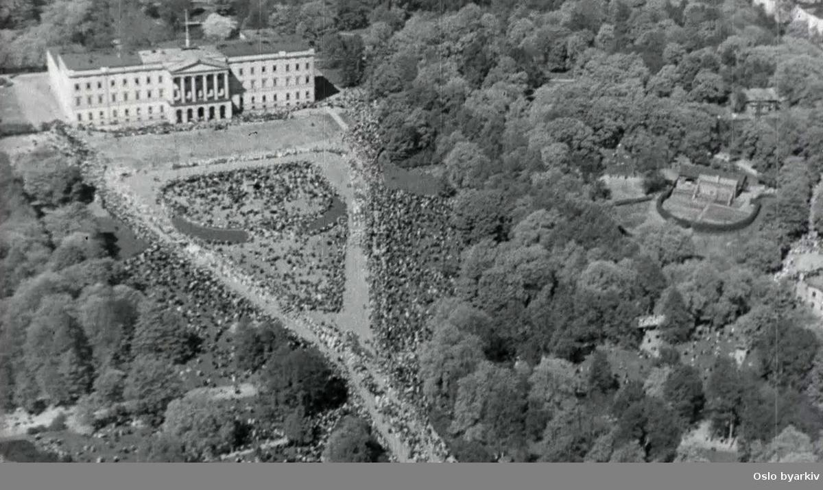 Barnetoget på 17.mai filmet fra fly og fra Slottet.