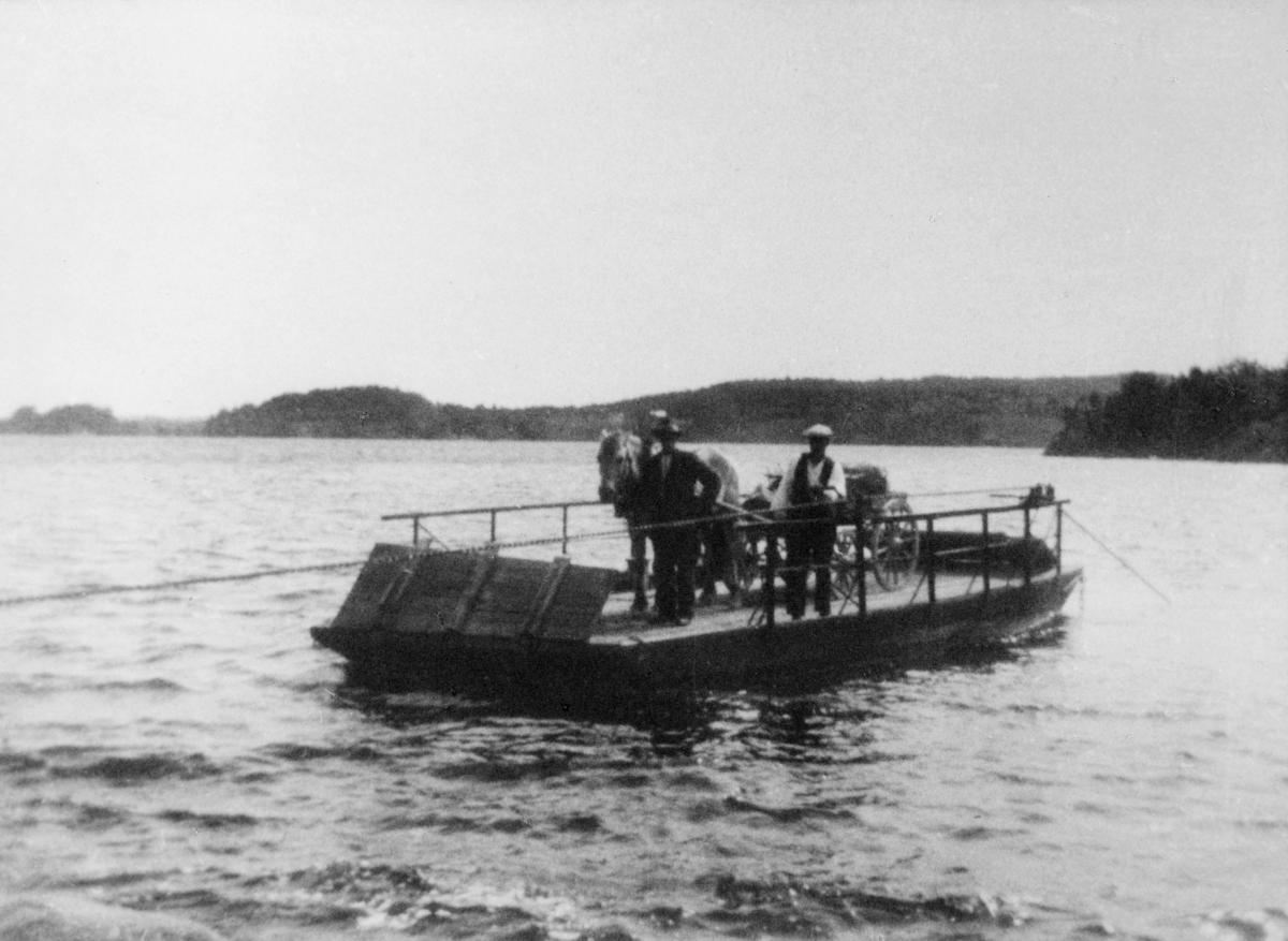 transport, hest, vogn, båt på vann, menn, Rødennessjøen ved Kroksund