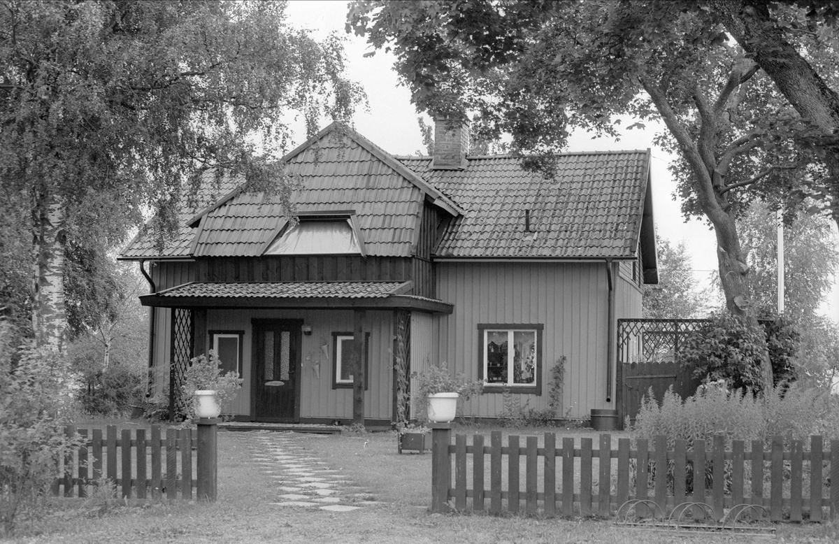 Bostadshus, Åkerby 1:2, Åkerby, Funbo socken, Uppland 1982