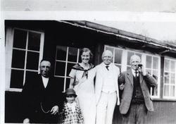 I Bubakka i Hemsedal, 1921 Frå venstre: Engebret E. Grøthe,