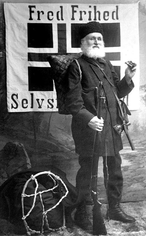 Helge Væringsaasen med fredsflagget