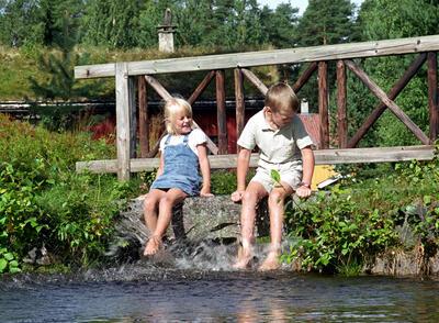 Barn_ved_dam1.jpg