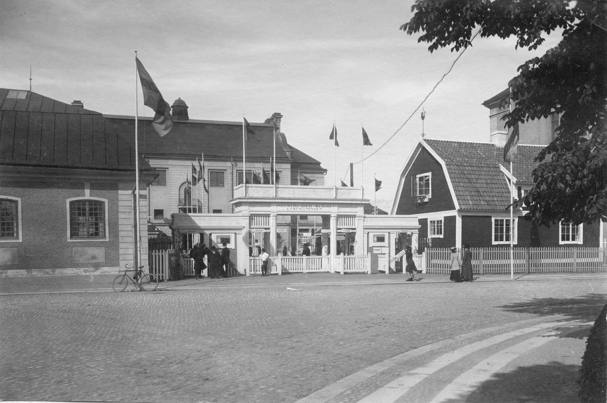 Industriutställningen i Örebro 1911. Ingången till utställningen. Bild från tidskriften Hemmets bildmaterial.