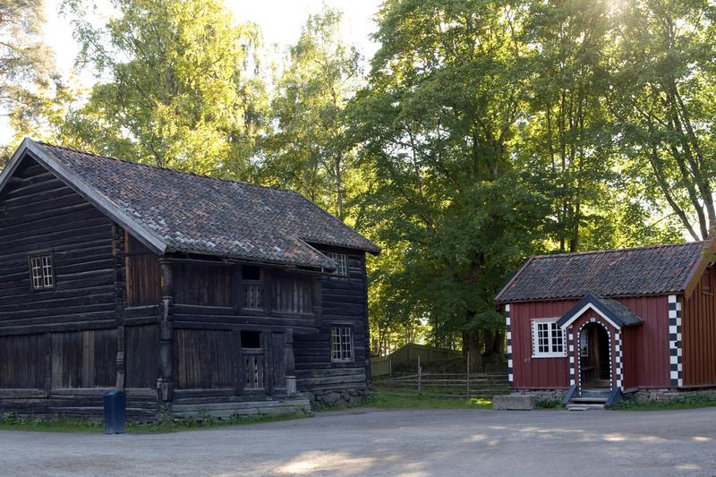 Ylistua og Cappelenstua i Telemarkstunet