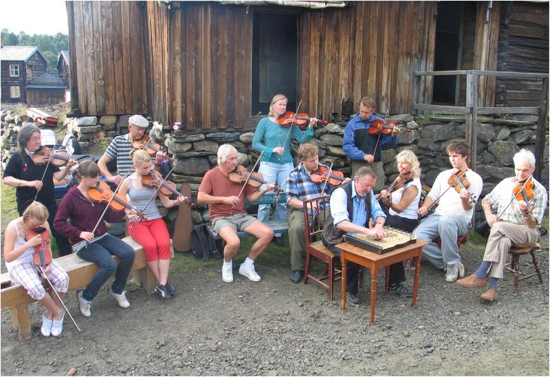 Folkemusikere i Sleggveien (Foto/Photo)