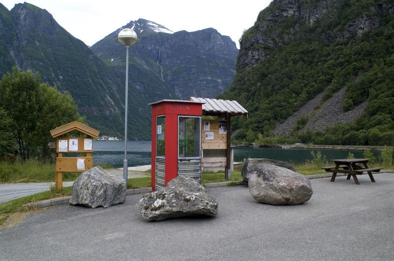 Røde telefonkiosker. RIKS Bjørke (Foto/Photo)