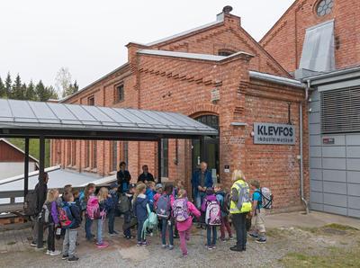 Skoleelver på Klevfos Industrimuseum, Løten 18/5 2016. (Foto/Photo)