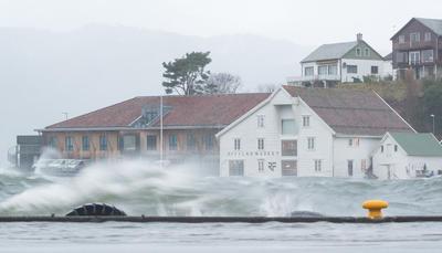 Varmare, våtare villare Rapport om museas møte med klimautfordringane. Foto/Photo