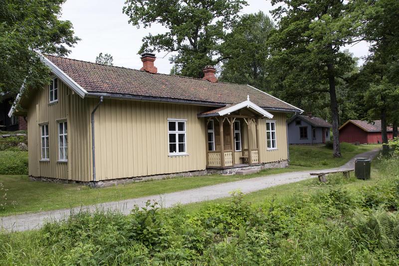 Holstad skole. Gjenoppført på Follo museum i 1978.