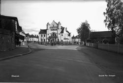 Før bombingen er Elvarheim et staselig jugendbygg med selskapslokaler.  Foto: Erling Syringen/ Glomdalsmuseets fotoarkiv.