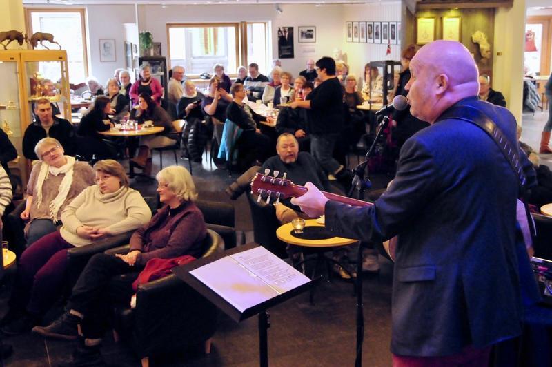 Guren Hagen spiller i Kafé Sandbeck