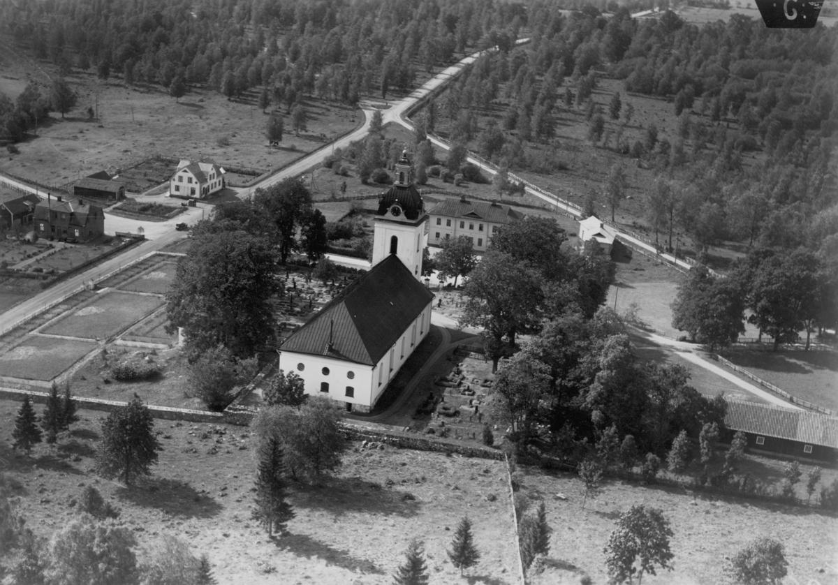 Flygfoto över Linderås kyrka i Tranås kommun Nr. C. 2689