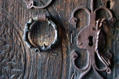 Døren til loft fra Ose, Setesdal, Norsk Folkemuseum. Foto: Astrid Santa, Norsk Folkemuseum.