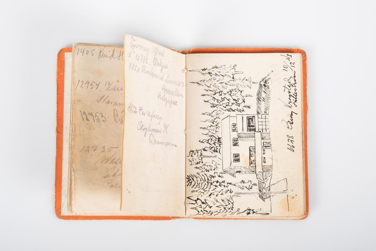 Minnebok i orange kunstskinn. Boken har hilsner, adresser, tegninger/akvareller.
