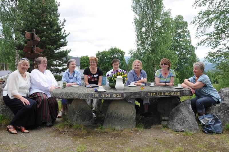Bautahaugen er ein sosial møtestad. Foto: Anne Marit Noraker. (Foto/Photo)