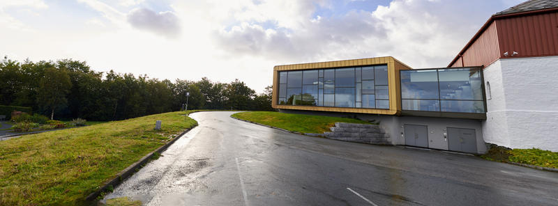 Passasjen er det glassbygget mellom Nybygget og Låven, hvor utstillingen blir tilgjengelig. Foto: Theodor With