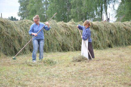 Anne Grete og Karen Elise hesjer på Folkenborg juli 2012