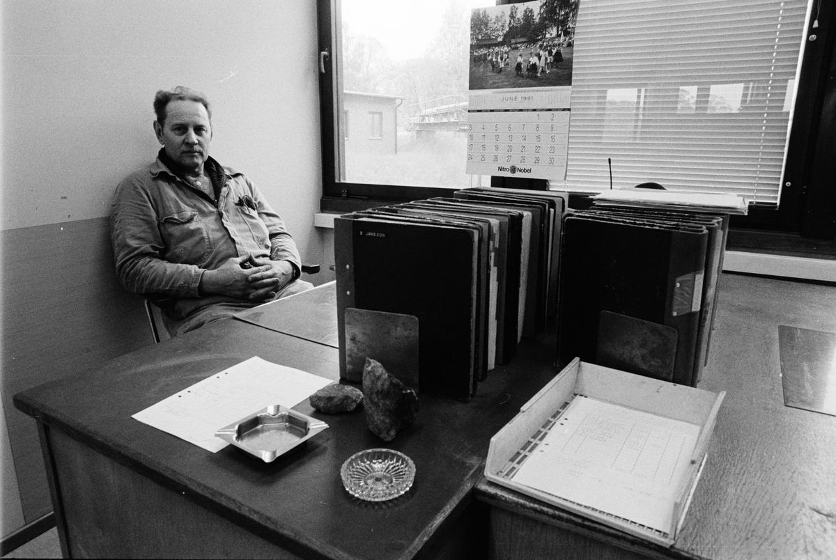Gruvförman Björn Jansson på förmanskontoret i gruvstugan, Dannemora Gruvor AB, Dannemora, Uppland oktober 1991