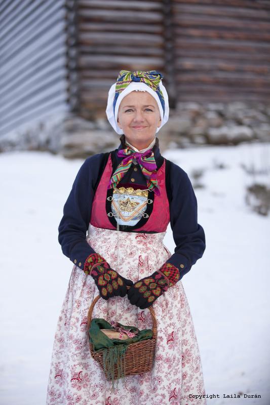 Rekonstruert kvinnebunad frå Indre Sogn. Foto Laila Durán