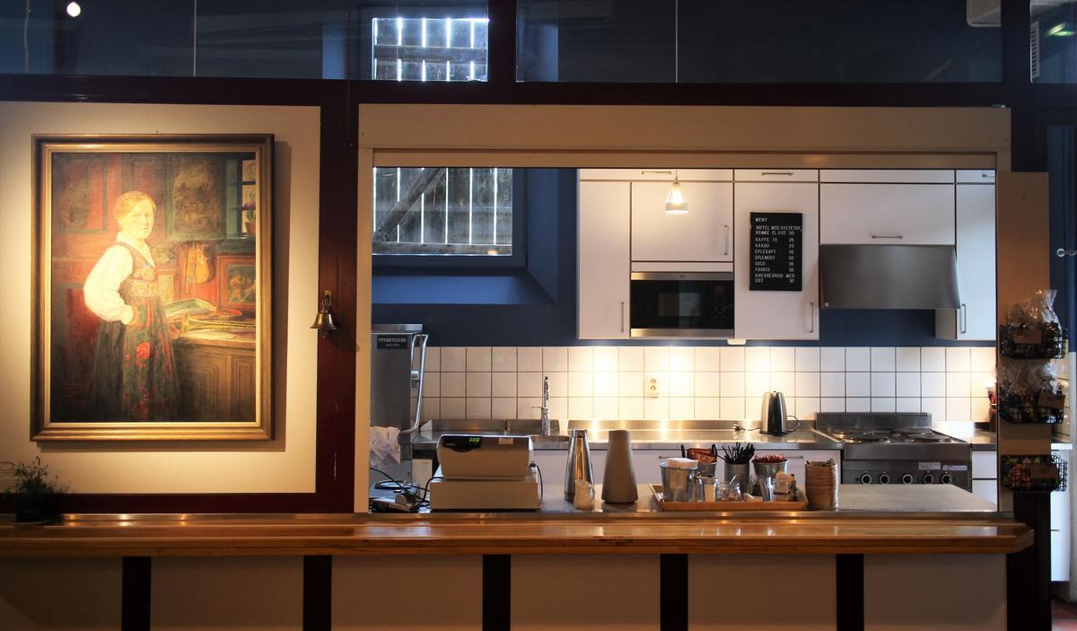 Nyoppusset kjøkken anno mars 2019 med alt du trenger til selskap.
