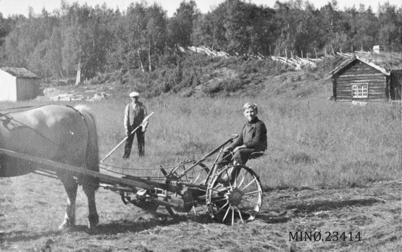 På Nyvollen, Letningsliga i Hodalen.  Torleif (til venstre) og Thor Slettan. 1944.