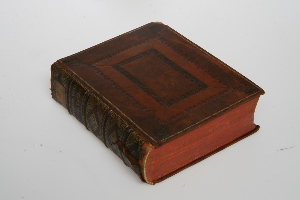 """Innbundet i skinn med gulltrykk og pressede ornamenter. """"Kong Friderich den Fierdes allernaadigste Forordninger og Aabne Breve"""" 1711-1720. København u.å."""