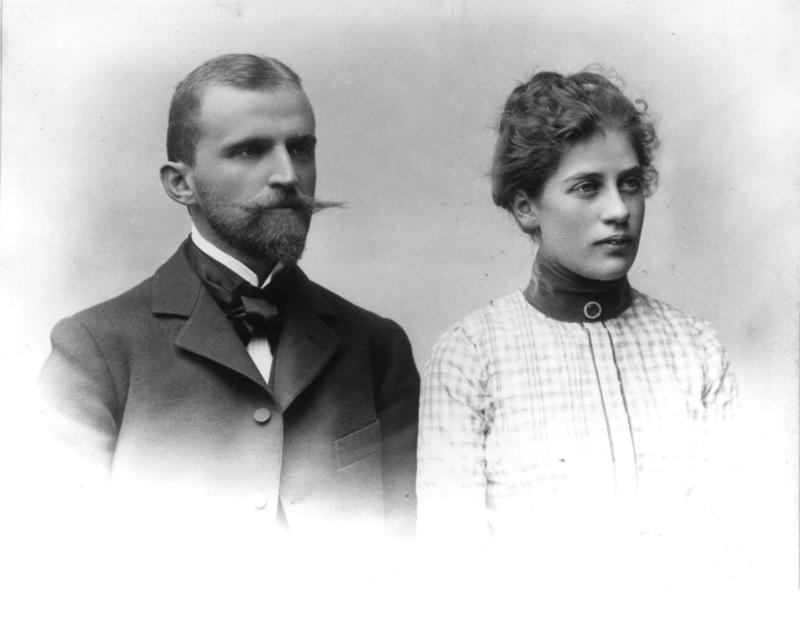 I 1901 giftet Hans Aall seg med Emma Lund (1876-1908). Fotografier er tatt under deres bryllupsreise til Stockholm i 1901.