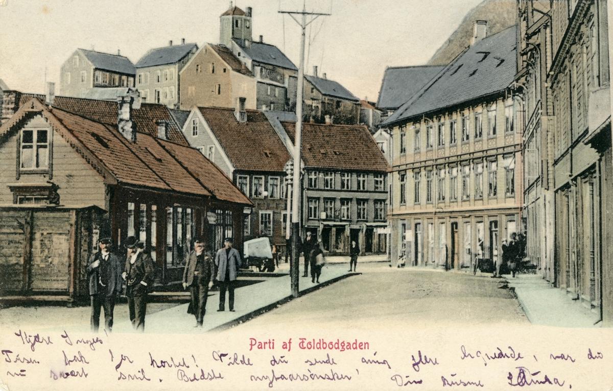 Motiv av gatemiljøet i Tollbugata, Ålesund før bybrannen.