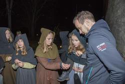 Tiggerungene ba også publikum om hjelp (Foto/Photo)