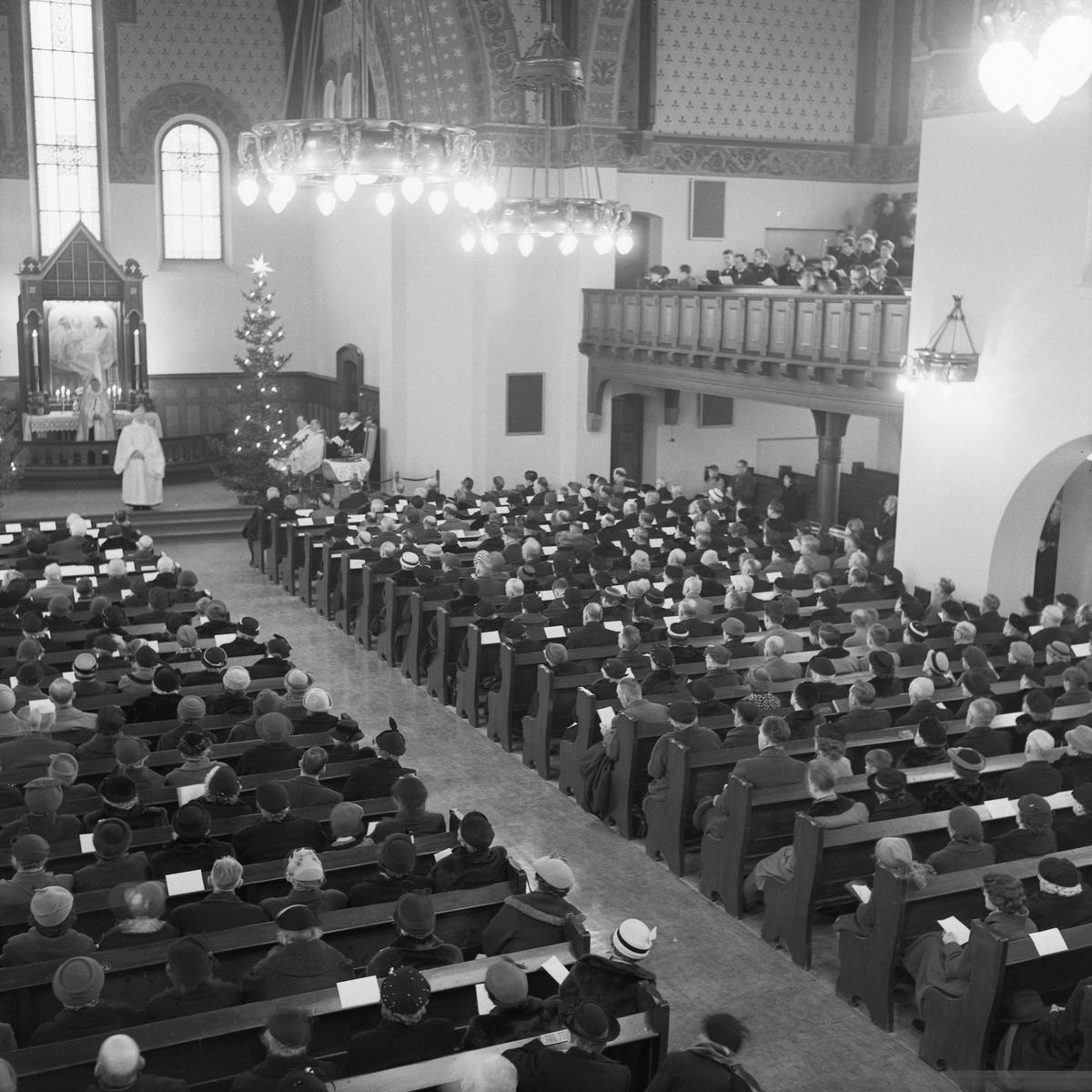 Adventsgudstjeneste i den nyrestaurerte Lademoen kirke