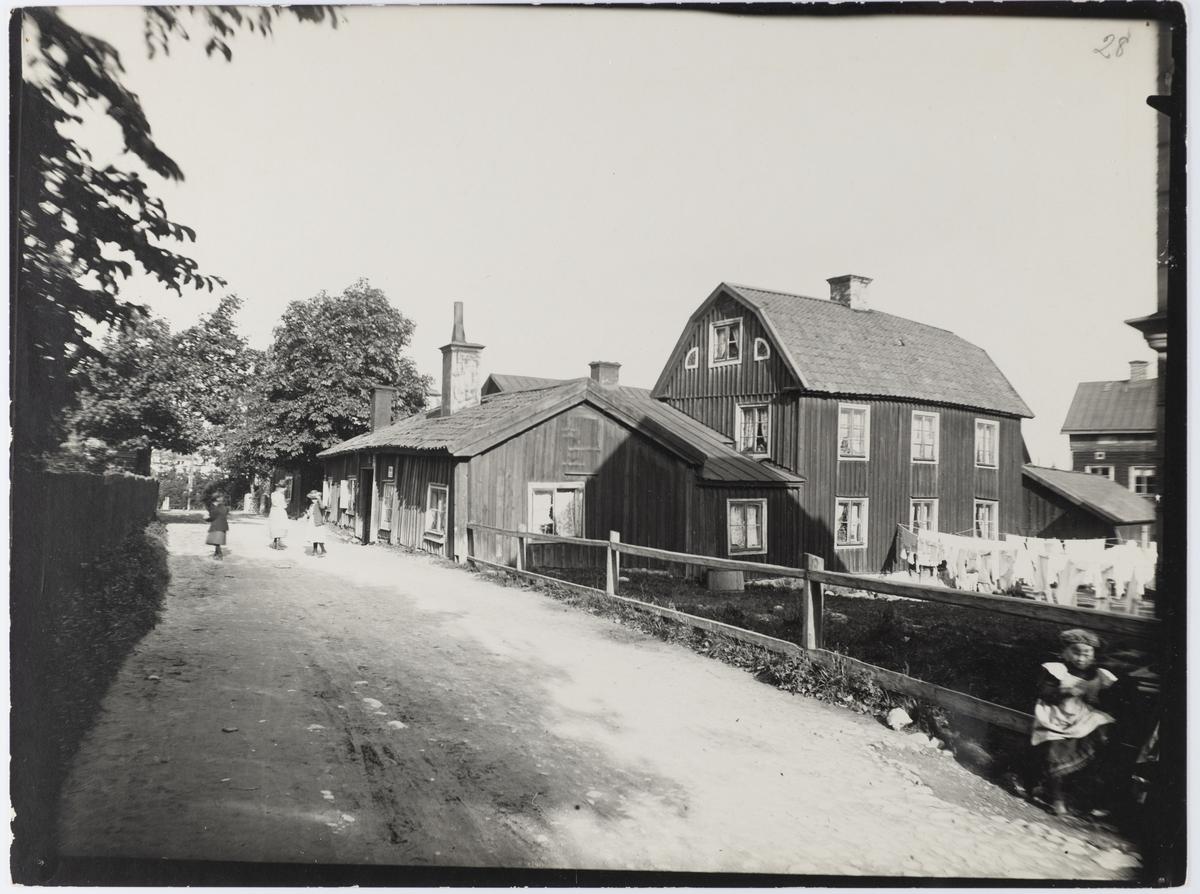 Rackaregränd, här bodde stadens skarprättare på 1700-talet. Janpersastan, uppkallat efter en lantbrukare i Rinkaby. Huset revs 1918.